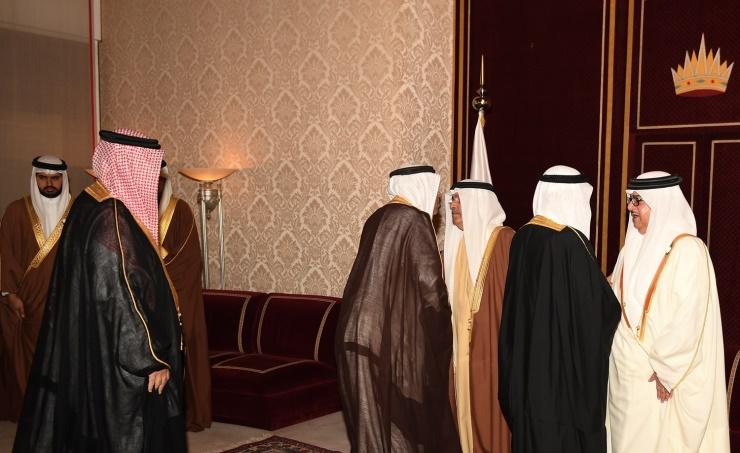 أشقاء جلالة الملك المفدى يستقبلون المعزين في وفاة سمو الشيخة نورة آل خليفة