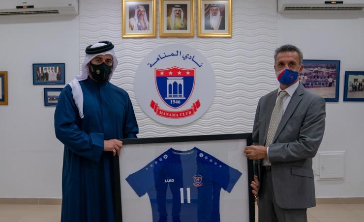 خالد بن حمد يزور ناديي النجمة والمنامة ويشيد بعطائهما في خدمة الرياضة البحرينية