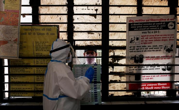 الهند تسجل 37566 إصابة جديدة و907 وفيات بفيروس كورونا